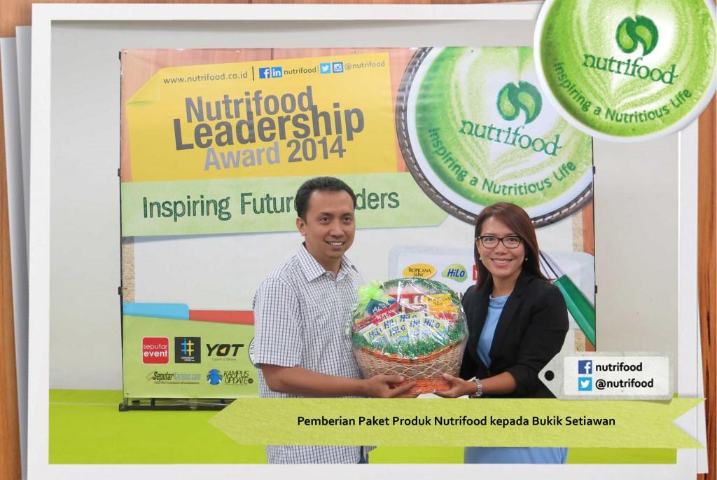 Pemberian-Paket-Produk-Nutrifood-kepada-Bukik-Setiawan-1024x685