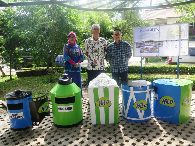 Bersama Tempat Sampah dari HiLo yang Akan Ditempatkan di Berbagai Taman Tematik di Kota Bandung