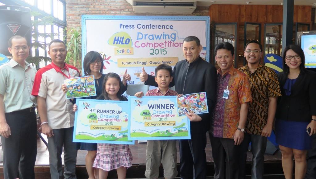 Photo Session Simbolis Penyerahan Hadiah kepada Para Pemenang