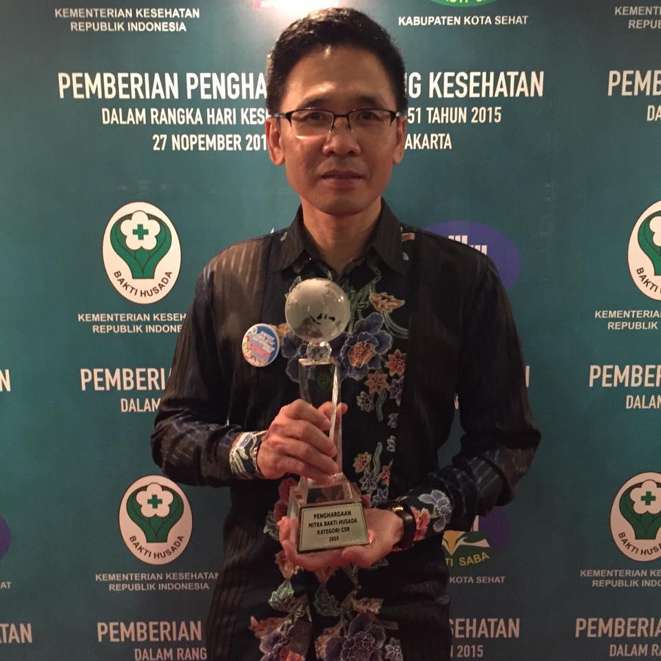 CEO Nutrifood Menerima Penghargaan Mitra Bakti Husada