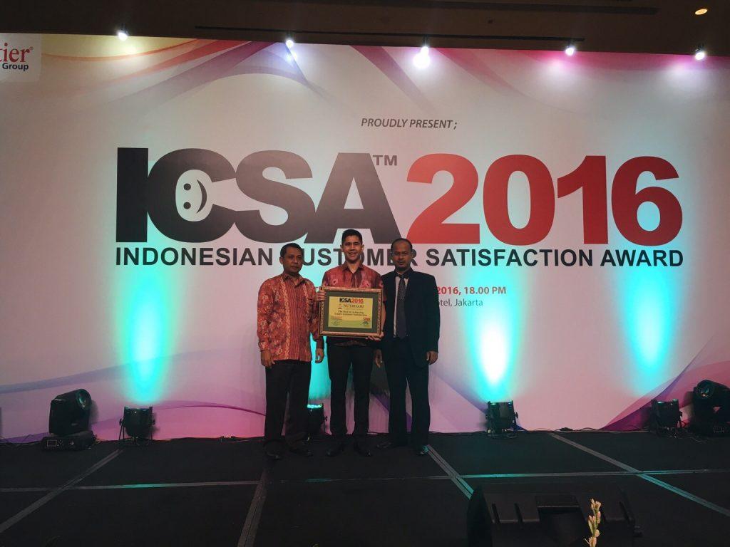 ns-icsa-2016-penerimaan-award-oleh-brand-manager-nutrisari